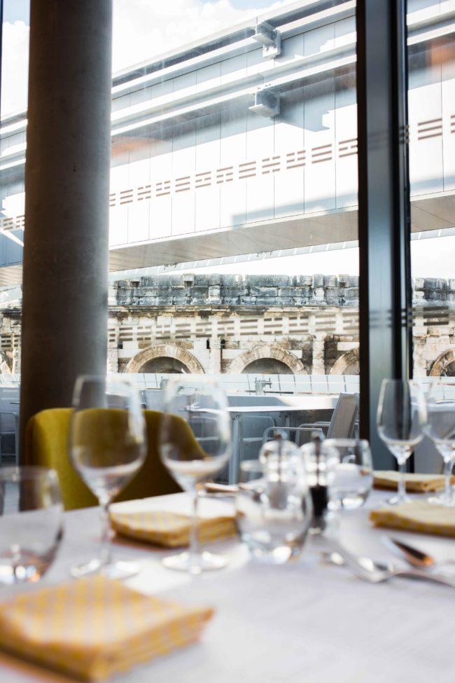 Arenes de nimes restaurant musée de la romanité